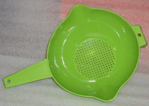 Tupperware 2 Quart Colander Strainer with Handle Green