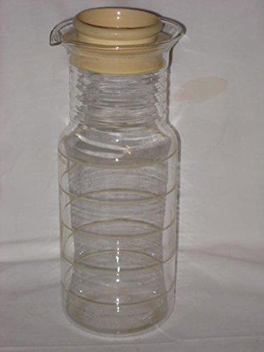 Pyrex Tan  Almond Banded 1 12 Quart Juice Pitcher w Plastic Lid